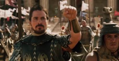 מתוך הסרט אקסודוס: אלים ומלכים, משה רבנו מרים את ידו