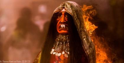 בובתה של הוליקה עולה בלהבות, הודו