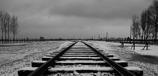 איפה היה אלוהים בשואה?