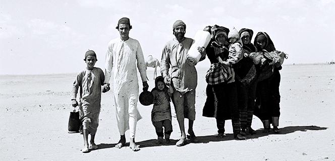 משפחה תימנית בדרכה למחנה המעבר של הג'וינט ליד עדן1949