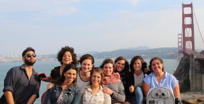 סטודנטים על רקע גשר הזהב