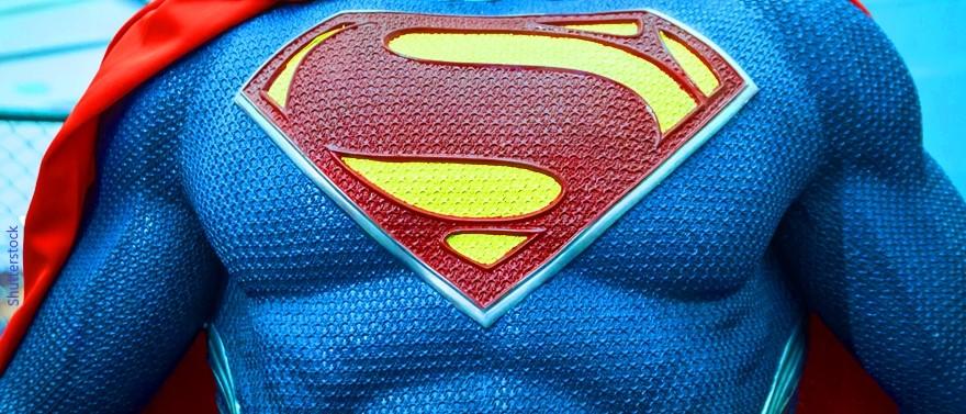 החזה של סופרמן עם הסמל המפורסם